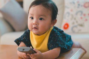 一歲寶寶的親子遊戲,在家不用買玩具也能玩出花樣!